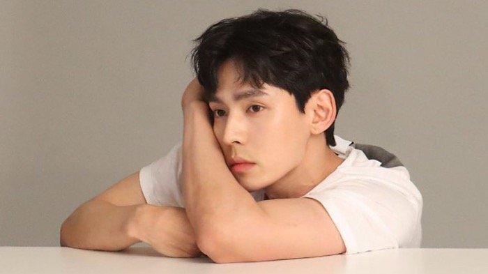 PROFIL Kang Hyung Suk Pemeran Choi Eun Chul, Polisi Carming di Drakor Hometown Cha-Cha-Cha