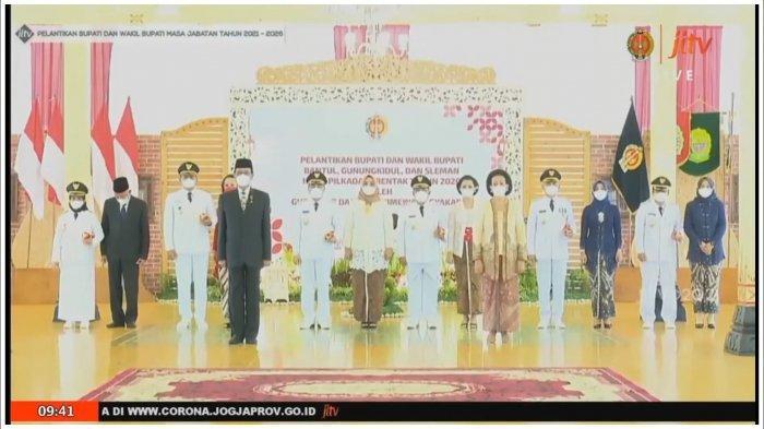 Bupati dan Wakil Bupati DI Yogyakarta Mengucapkan Sumpah Jabatan Sebelum Dilantik