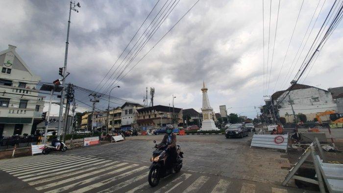Rambu Lalin Sebelum Memasuki Area Proyek Revitalisasi Kawasan Tugu Bakal Ditambah