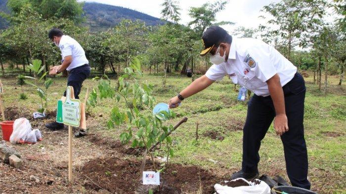PT KAI Lakukan Penghijauan Dengan Tanam 18.000 Pohon