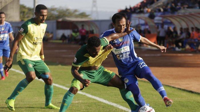 Pemain PSIM Jogja, Ichsan Pratama saat tampil menghadapi Persewar Waropen pada kompetisi Liga 2 2019 lalu.