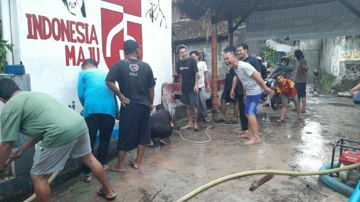 25 KK di Kampung Blunyahrejo Yogyakarta Kebanjiran, Warga Gotong Royong Bersihkan Sisa Lumpur