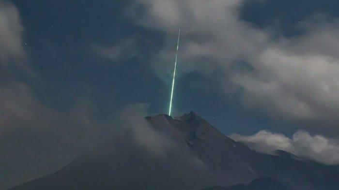 Cahaya Biru di Puncak Merapi Dipastikan Meteor