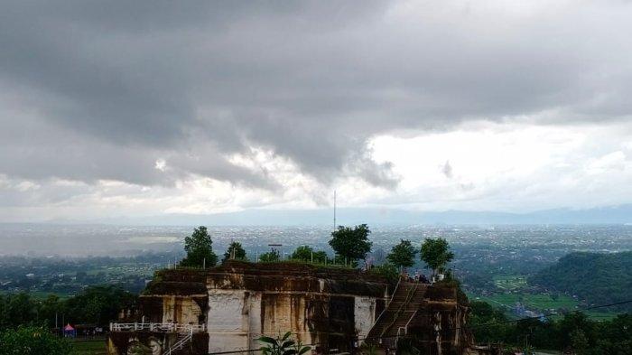 Ragabatu Coffee & Eatery, Tempat Nongkrong Asyik Sambil Menikmati Pemandangan Jogja dari Atas