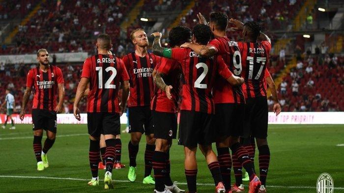 Olivier Giroud bakal debut di laga perdana Liga Italia Sampdoria vs AC Milan. Foto dok. Giroud dan teman setimnya merayakan gol di laga persahabatan AC Milan vs Panathinaikos