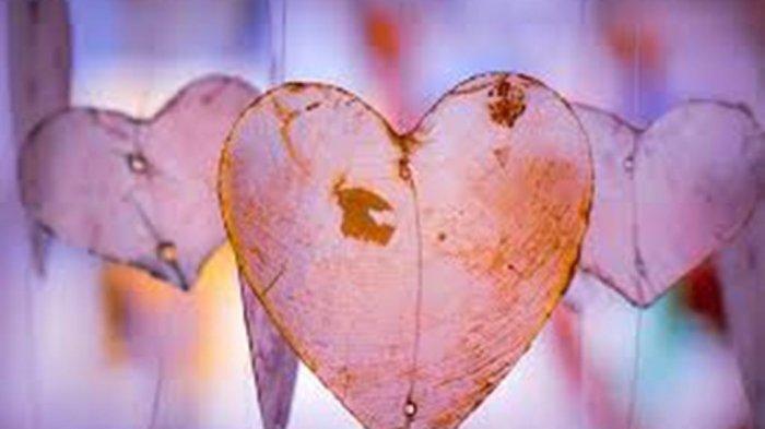 Ramalan Zodiak Asmara Hari Ini, Pisces Sedang Jatuh Cinta dengan Si Dia, Gemini Peka Donk!