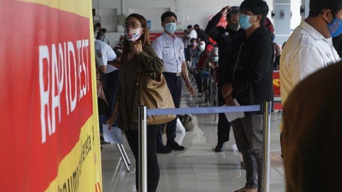 Calon penumpang memadati layanan rapid test antigen di Stasiun Tugu Yogyakarta, Selasa (22/12/2020)