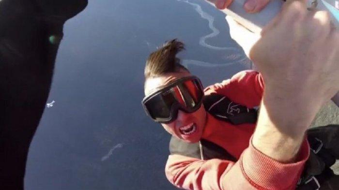 Syuting Video Klip, Rapper Asal Kanada Tewas Seketika Setelah Jatuh dari Sayap Pesawat