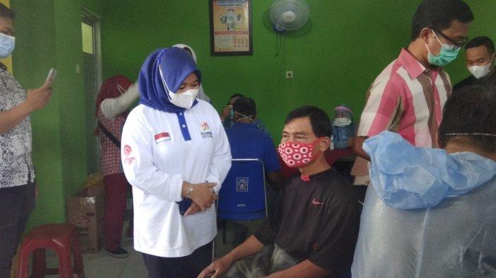 Ratusan Pedagang Pasar Sambilegi Disuntik Vaksin