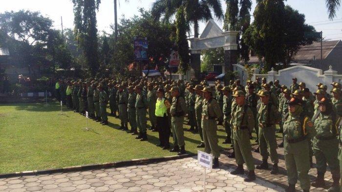 Personel Linmas Kecamatan Pakem Siap Membantu Amankan Pemilu