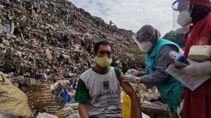 Rentan Terpapar Covid-19 dari Sampah Rumah Tangga, Pemulung di TPST Piyungan Akhirnya Divaksin