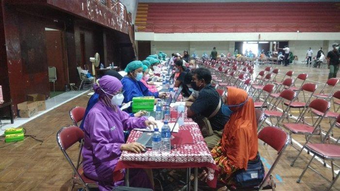 Ribuan Pedagang Pasar di Sleman Disuntik Vaksin AstraZeneca