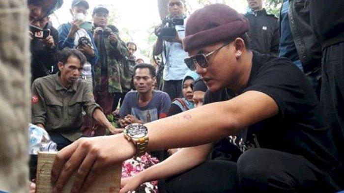 Adik Lina Campur Aduk Lihat Makam Kakak Dibongkar, Rizky Febian Cuma Ingin Tahu Riwayat Sakit Ibunya