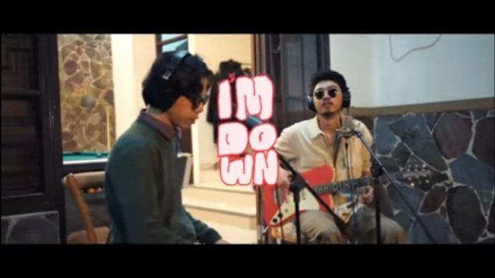 Lirik lagu I'm Down - Romantic Echoes ft. Pamungkas, I need to loosen up
