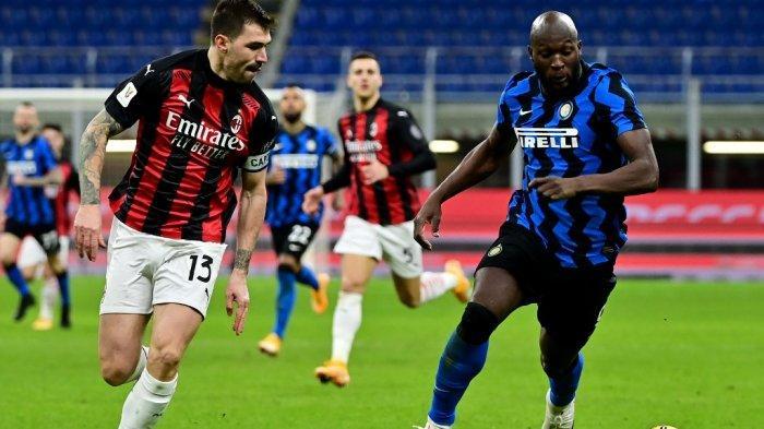 Romelu Lukaku dan Alessio Romagnoli di Piala Italia Inter Milan v s AC Milan pada 26 Januari 2021 di stadion Meazza di Milan.