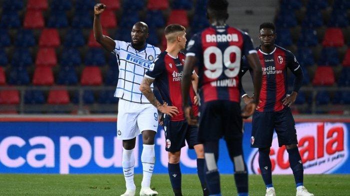 Romelu Lukaku selebrasi setelah mencetak gol di Liga Italia Serie A Italia Bologna vs Inter Milan pada 3 April 2021 di stadion Renato-Dall'Ara di Bologna.
