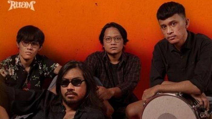 Contentious Debut Rilis Ruam Band