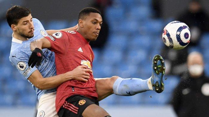 Ruben Dias dan Anthony Martial di Liga Inggris Manchester City vs Manchester United di Stadion Etihad di Manchester, 7 Maret 2021.