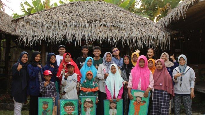 Mahasiswa UNY Ajak Anak-anak Belajar Menulis Buku Hariandi Rumah Belajar Kreatif Kaki Gunung Merapi