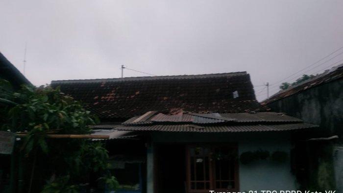 Update Hujan Deras DI Yogyakarta: Atap Rumah Warga Terbang Hingga Pohon Tumbang