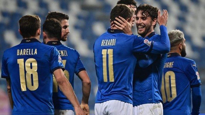 Rumor transfer pemain AC Milan - foto dok. Domenico Berardi dan Manuel Locatelli di UEFA Nations League A, Grup 1 Italia vs Polandia pada 15 November 2020 di Stadion Mapei di Reggio Emilia.