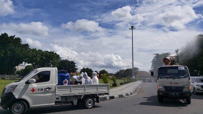 Sambut Tahun Baru, Kawasan Tugu Yogyakarta, Malioboro, Titik Nol dan Alun-Alun Disemprot Disinfektan