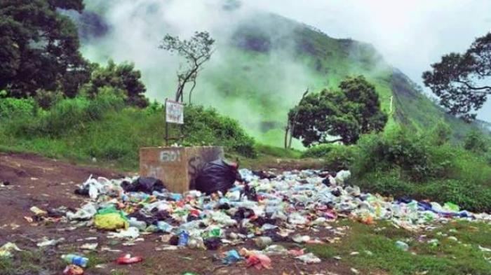 Lihatlah, Sampah Plastik Bertebaran di Jalur Wekas ke Puncak Merbabu!