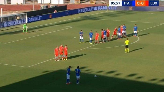Sandro Tonali saat membuat assist dari tendangan bebas bersama timnas U-21 Italia