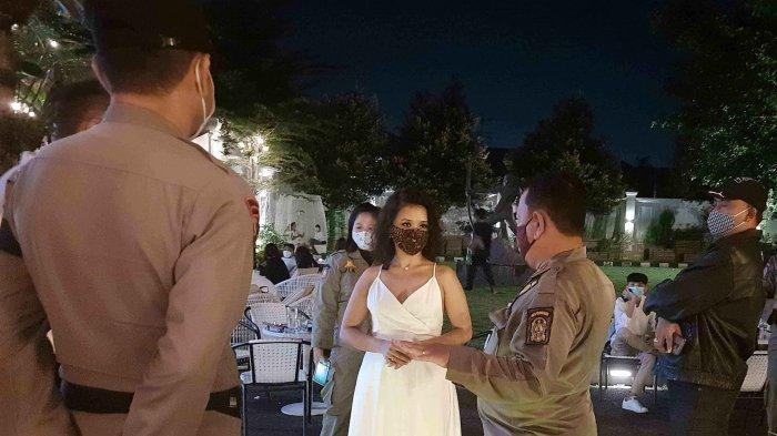 Petugas Satpol PP Kota Yogyakarta Temukan Pelanggaran Batas Jam Operasional PSTKM