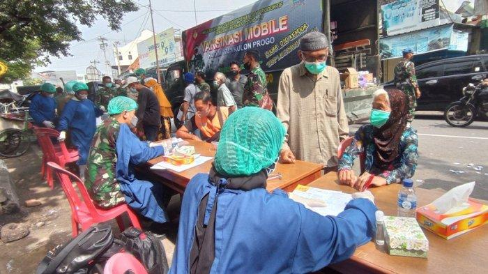 Sasar Pengunjung dan Pedagang, Kodim 0731 Kulon Progo Gelar Vaksinasi Mobile di Pasar Wates