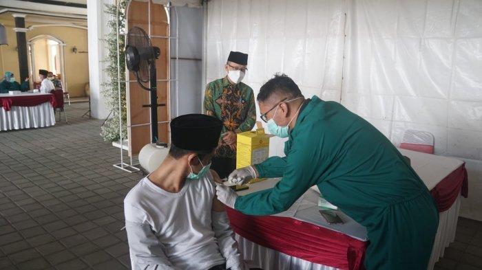 Sasar Santri, Pemkab Magelang Suntikan 304 Dosis Vaksin di Ponpes Darussalam Timur Watucongol