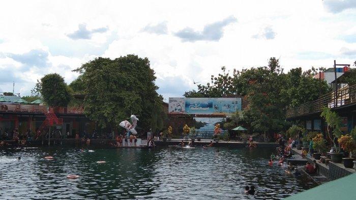 Suasana objek wisata Umbul Ponggok di Desa Ponggok, Kecamatan Polanharjo, Kabupaten Klaten, Jumat (30/10/2020).