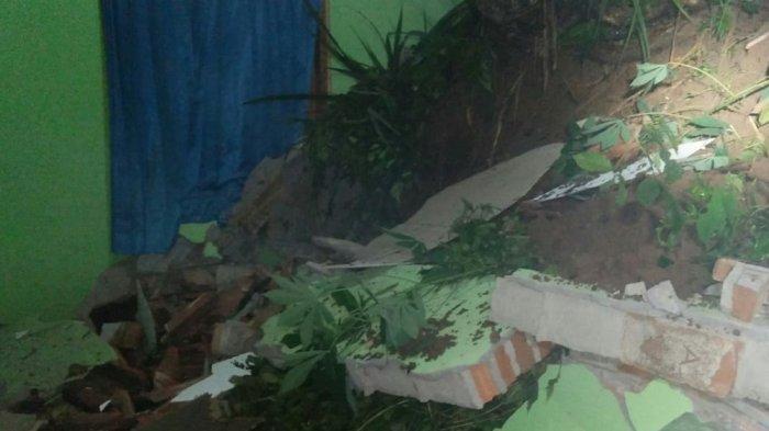Satu Rumah Warga di Magelang Rusak Diterjang Longsor
