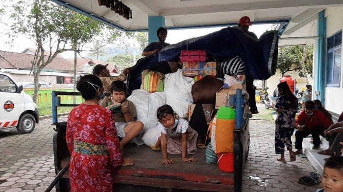 Sebagian Pengungsi Merapi di Magelang yang Pulang ke Rumah Memilihs Kembali ke Tempat Pengungsian