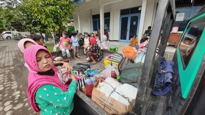 BREAKING NEWS : Ratusan Pengungsi Gunung Merapi di Magelang Memutuskan Pulang ke Rumah