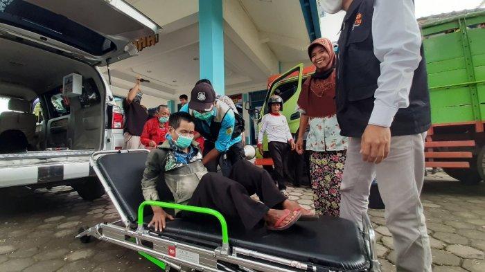 Sebanyak 276 pengungsi dari Dusun Babadan I, Desa Paten, Kecamatan Dukun, Kabupaten Magelang, yang mengungsi di Tempat Evakuasi Akhir (TEA) Banyurojo, Kecamatan Mertoyudan, kembali pulang ke rumah, Senin (14/12/2020) siang ini.