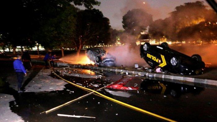 Laga PSIM Yogyakarta vs Persis Solo Ricuh, 2 Mobil Dinas Polisi Rusak