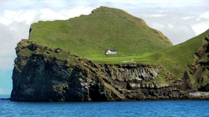 Dari Pulau Misterius hingga Kastil Telantar Makin Diminati Para Traveller