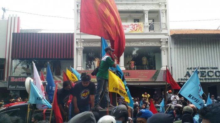 Demo Tolak Omnibus Law, Buruh Sebut Pengesahan Omnibus Law Pertanda Kematian Demokrasi