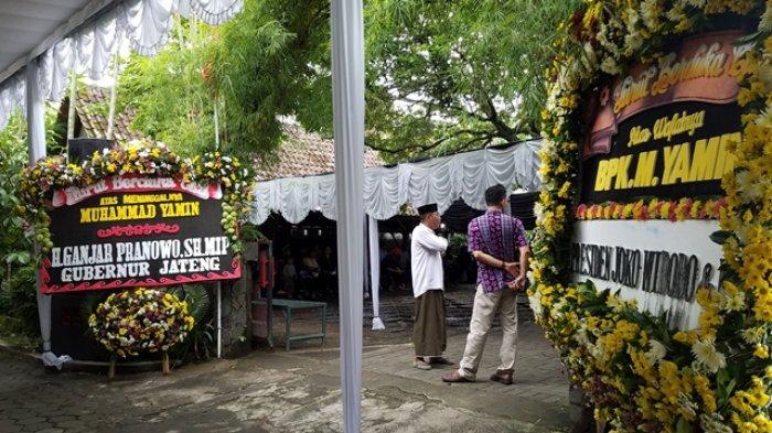 Jokowi Sempatkan Diri Takziah ke Rumah Duka Ketua Umum Seknas M Yamin