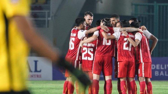 Penggawa Persija Jakarta saat tampil di leg kedua semifinal Piala Menpora 2021.