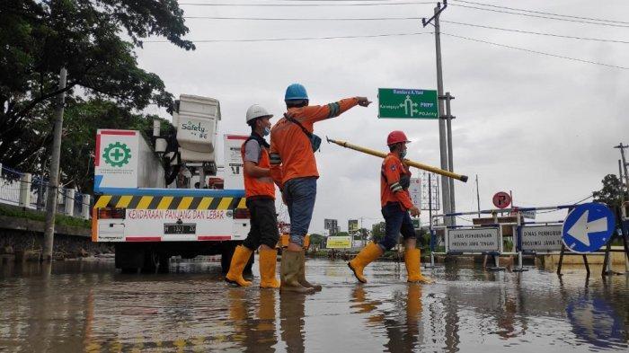 Sempat Dilanda Banjir, PLN Berhasil Pulihkan Listrik di Semarang