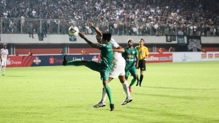 Sempat Terhenti, PSS Sleman Vs Arema FC Bermain Imbang 1-1 di Babak Pertama