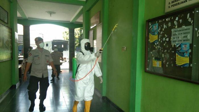 Polda DIY Terus Lakukan Penyemprotan Disinfektan Cegah Corona