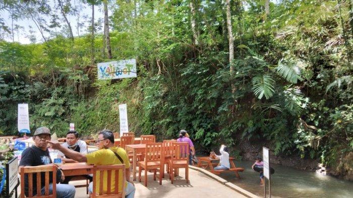 Sensasi Makan Sambil Bermain Air di Tengah Sungai di Kedai Kaliwot Magelang