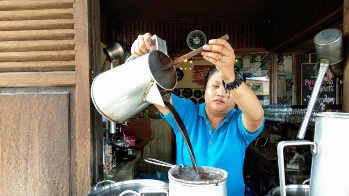 Memulai Hari di Belitung dengan Segelas Kopi Kong Djie