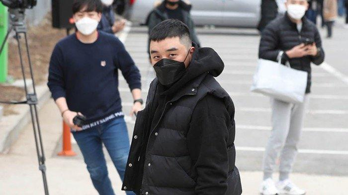 Seungri jalani sidang pertamanya di pengadilan militer umum Komando Operasi Darat, Yongin, Gyeonggi pada Rabu (16/9/2020).