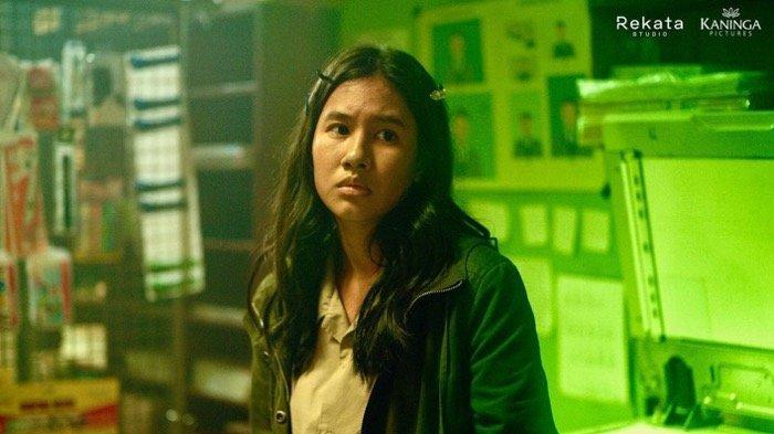 Shena Cinnamon memerankan Sur dalam film Penyalin Cahaya