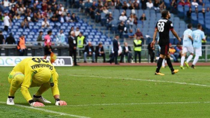Liga Italia matchday 3 AC Milan vs Lazio. Foto dok. ilustrsai - Gianluigi Donnarumma meratapi gol ke gawangnya saat AC Milan kalah telak dari Lazio pada pertandingan pertandingan Serie A, kasta pertama Liga Italia, di Stadion Olimpico, Minggu (10/9/2017).