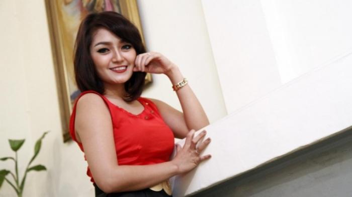 Karier Siti Badriah, Dari Panggung ke Panggung dengan Gerobak Dorong Hingga Kini Meraih Sukses